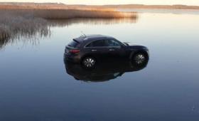 Wjechał samochodem do jeziora. Kierowcy cudem nic się nie stało