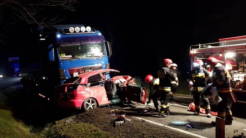 Pomorze. Tragiczny wypadek z udziałem ciężarówki na drodze krajowej, 3 osoby nie żyją