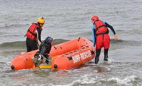Poszukiwania nastolatków, którzy zaginęli po kąpieli w Bałtyku
