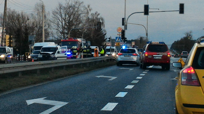 Poważny wypadek na DK7. Samochód uderzył w rowerzystkę [ZDJĘCIA]