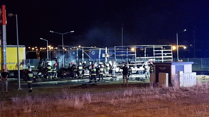 Niebezpieczny pożar w Gorzowie. Spłonęła ciężarówka na stacji benzynowej