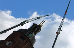 Demontaż dachu katedry w Gorzowie
