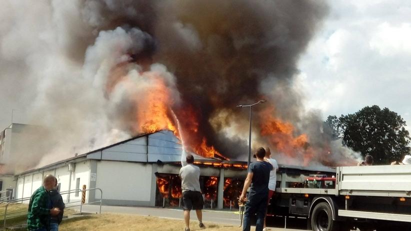 Pożar Lidla w Radomsku. Rozpoczęto przeszukanie pogorzeliska [ZDJĘCIA]