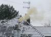 Zaalarmowała straż miejską, bo sąsiad palił śmieciami. Reakcja szokuje