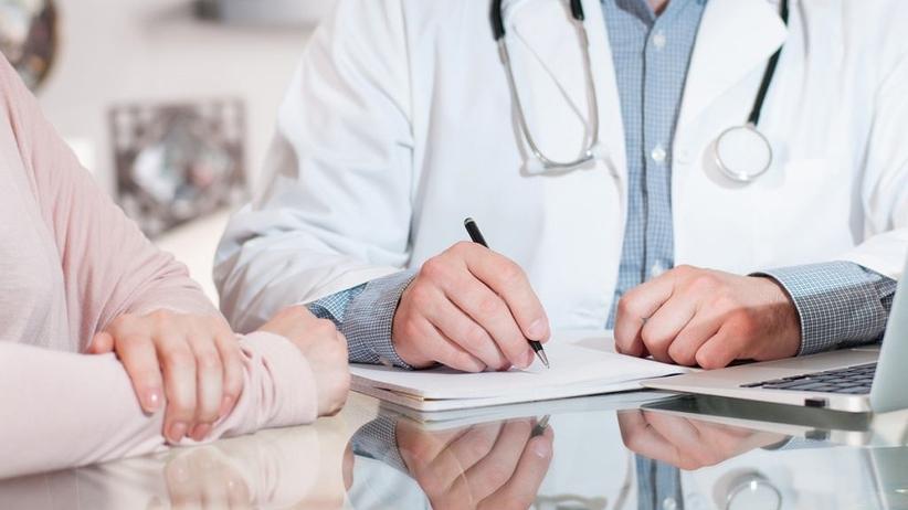 Zmiany w zwolnieniach lekarskich. Pracodawca może otrzymać SMS-a o zwolnieniu lekarskim pracownika