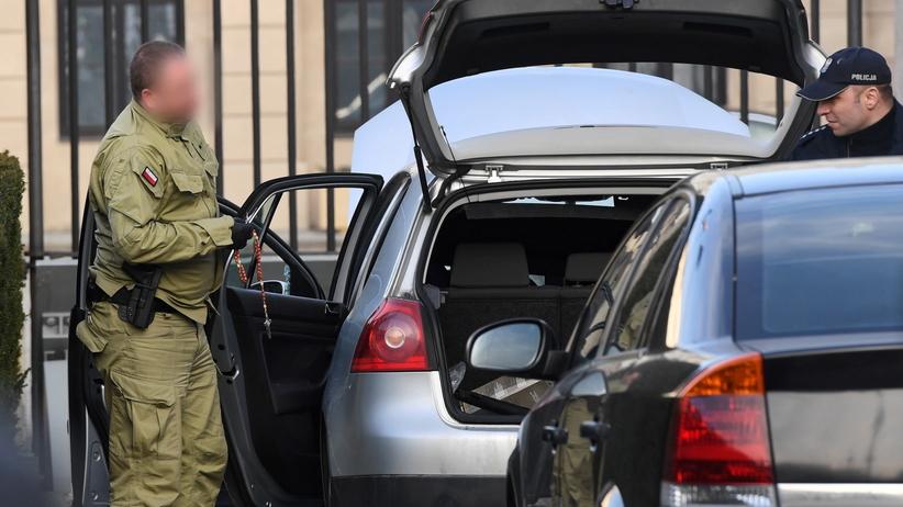 Próbował sforsować bramę i wtargnąć do Pałacu Prezydenckiego. Został obezwładniony [WIDEO]