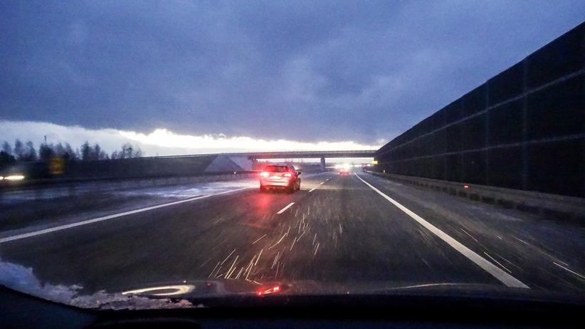 Deszcz ze śniegiem i trochę słońca na południu. Pogoda na piątek