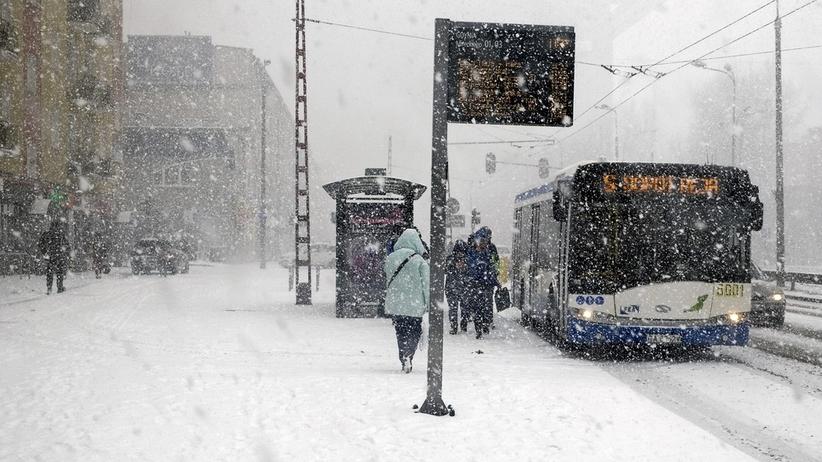Uwaga, opady śniegu i wiatr! Pogoda na piątek