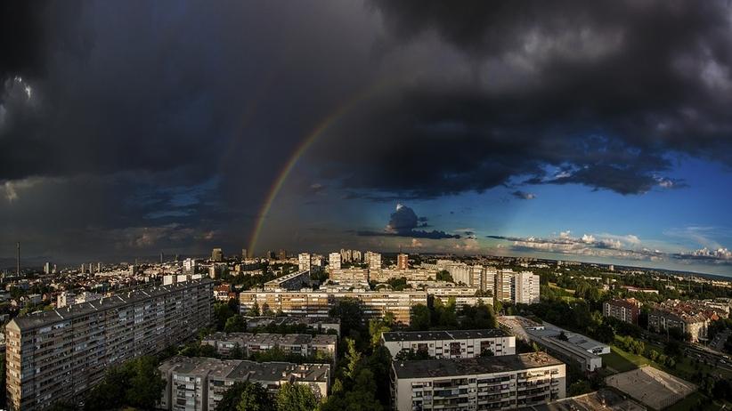 Pogoda na poniedziałek: burzowa aura nie opuszcza Polski [MAPA]