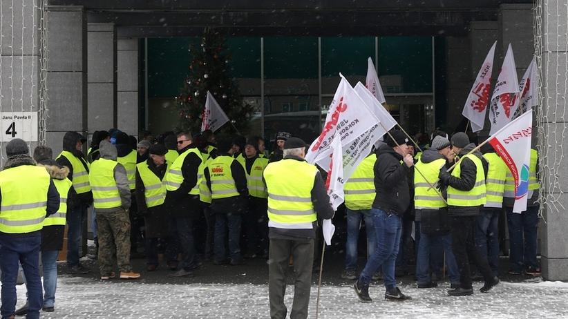 Protest przed siedzibą Jastrzębskiej Spółki Węglowej. Związkowcy zablokowali obrady rady nadzorczej