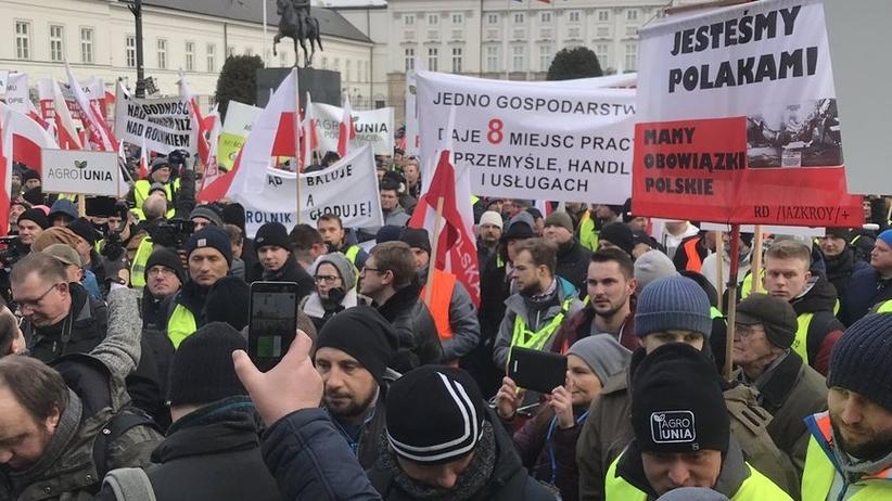 """""""Oblężenie Warszawy"""". Kilka tysięcy rolników przed Pałacem Prezydenckim"""