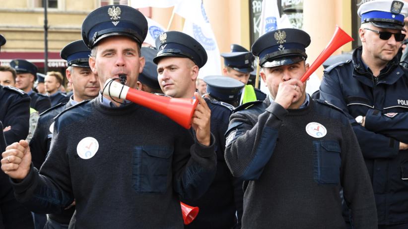 Policjanci na ulicach. Wielka manifestacja w Warszawie