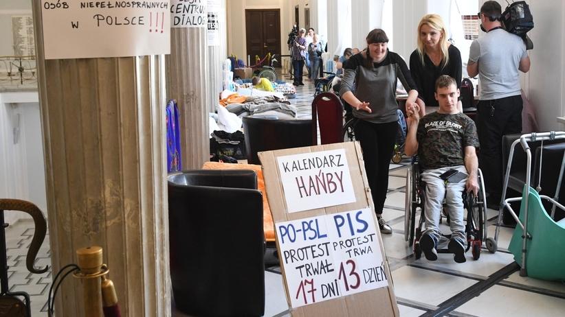 Protestujący w Sejmie zaprosili pierwszą damę na spotkanie