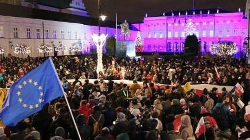 Protesty w 77 miastach. Tłum nie chce zmian w sądownictwie proponowanych przez PiS