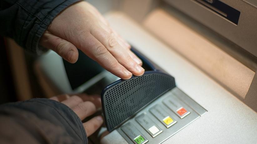 Weekendowe utrudnienia w kilku bankach. Warto mieć gotówkę!