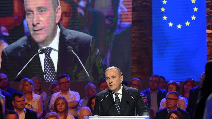 Grzegorz Schetyna straszy Polaków. ''PiS podpala kraj, Polsce grozi utrata funduszy''