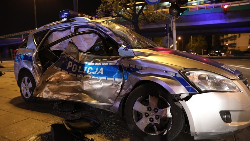 Poważny wypadek radiowozu z kolumny BOR, w której jechał sekretarz generalny NATO. Cztery osoby ranne [GALERIA]