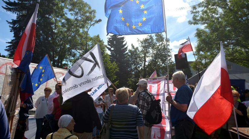 Opozycja znów pod Sejmem. Protest przeciwko zmianom w sądach