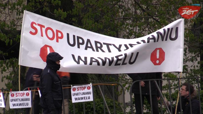Awantura pod Wawelem! Rocznica pogrzebu pary prezydenckiej [WIDEO]