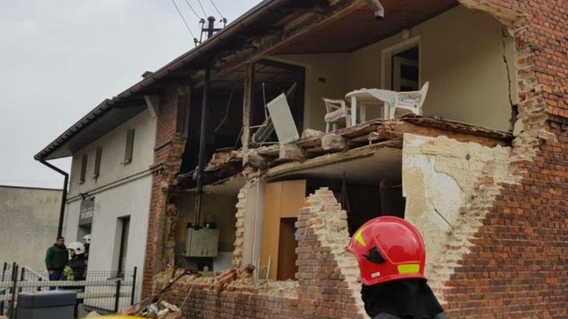 Po wybuchu gazu runęły dwie ściany budynku. Poważnie ranny nastolatek