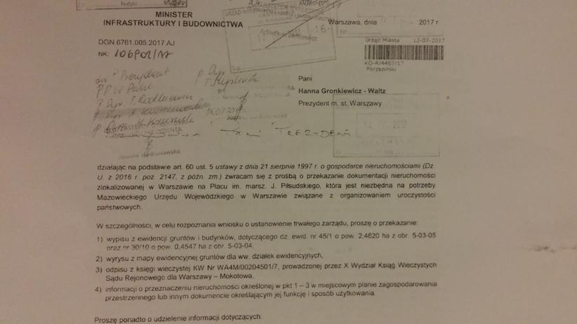 Rząd chce od Gronkiewicz-Waltz placu Piłsudskiego. Dotarliśmy do pism w tej sprawie