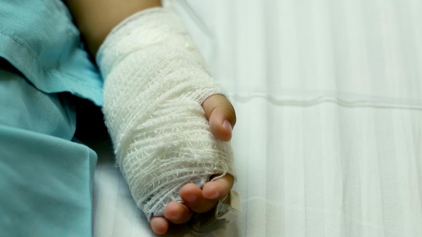 """Dwulatek poparzył się ulicznymi halogenami. Odszkodowanie? """"300 zł za ból i cierpienie"""""""