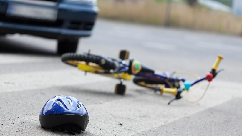 Auto wjechało w 12-letnich rowerzystów. Są ranni