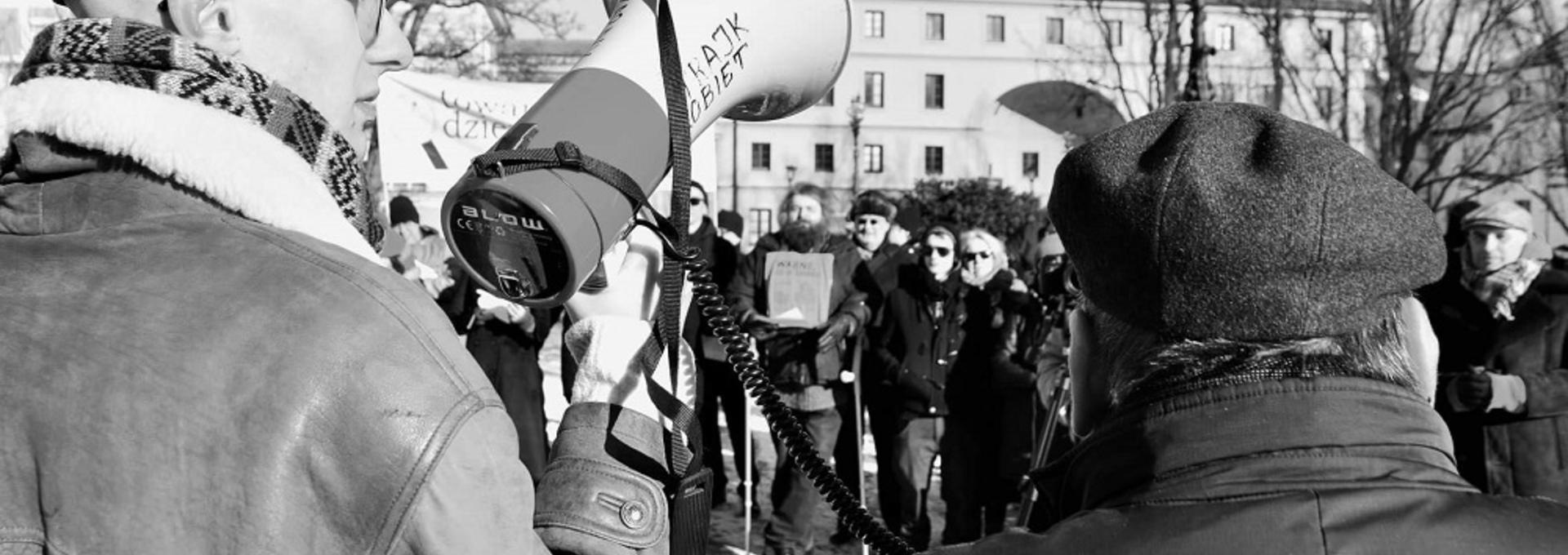 Sebastian Słowiński: Nie każdy narodowiec klęka do swastyki, ale nacjonalizm opiera się na nienawiści [WYWIAD]