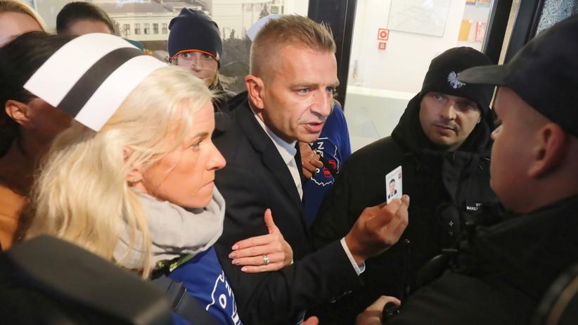 Pielęgniarki z Przemyśla niewpuszczone do Sejmu. Strajkują od 3 września [AKTUALIZACJA]