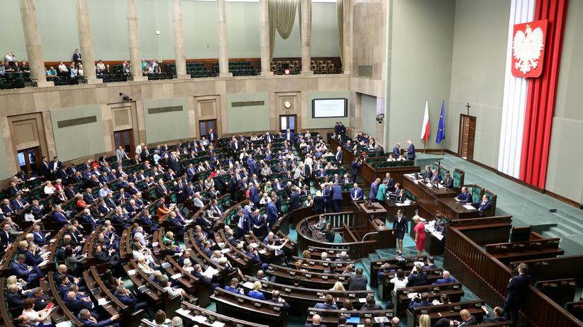 Sejm rozpoczął debatę nad projektem antyszczepionkowców