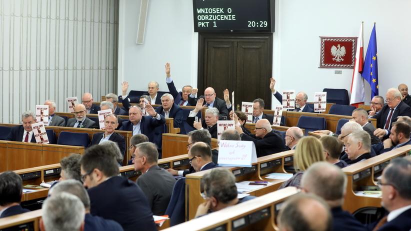 Senat przyjął prezydenckie ustawy o SN i KRS