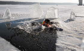 Pod nastolatkami załamał się lód. Tragiczna śmierć 14-letniego chłopca