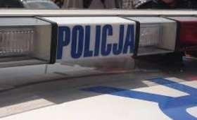 Młody gangster. 7-latek biegał z nożem po osiedlu i podpalił drzwi sklepu