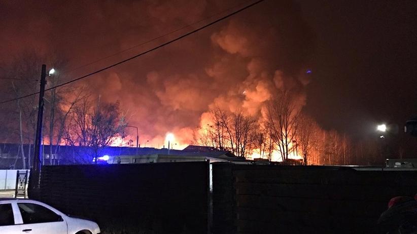 Ogromny pożar w Żorach. Płonie składowisko opon. Blisko stu strażaków w akcji