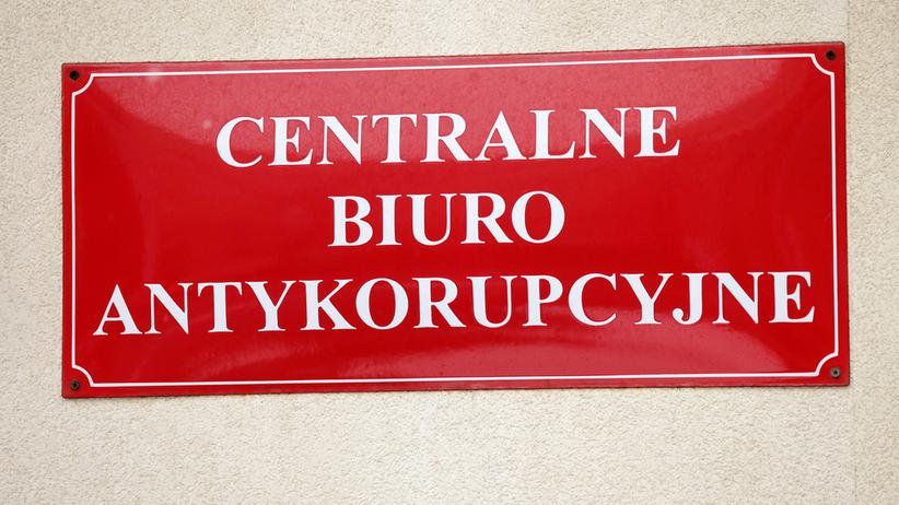 Asystent i brat byłej wicepremier Elżbiety Bieńkowskiej z zarzutami