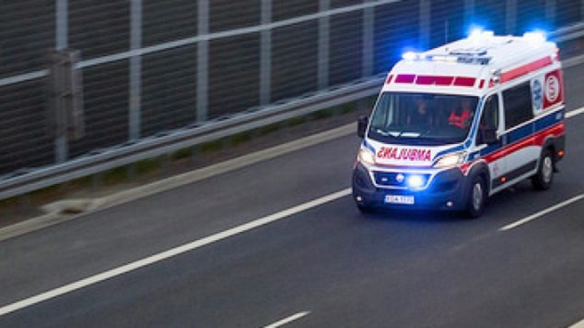Śląskie: samochód zderzył się z busem. 1 osoba nie żyje