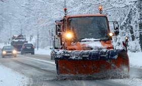 Śląsk: Utrudnienia po opadach śniegu. Tysiące osób bez prądu