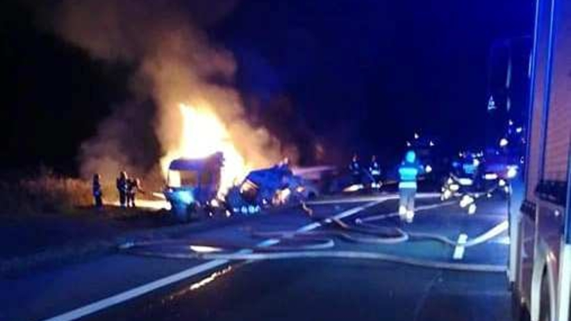 Zderzenie trzech ciężarówek. Dwie spłonęły. DK nr 1 zablokowana
