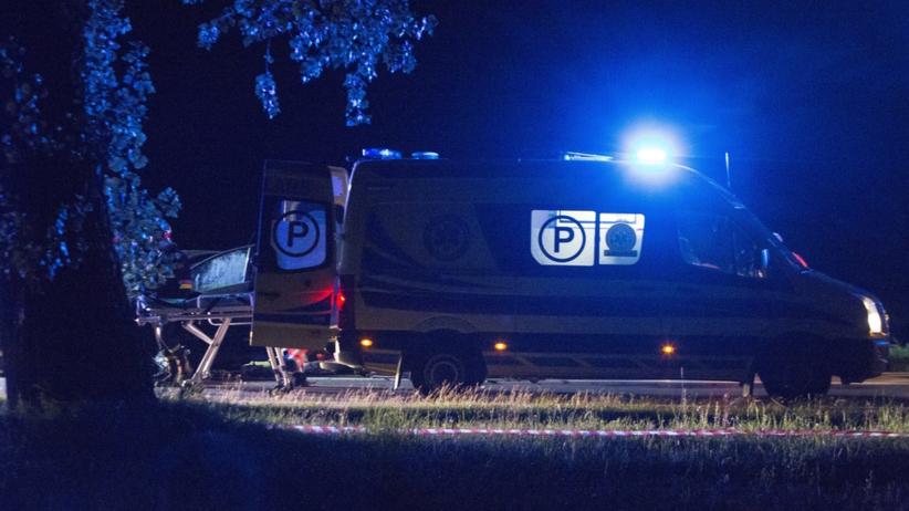 Tragedia na DK8. BMW zostało zmiażdżone. Nie żyją dwie osoby [FOTO]