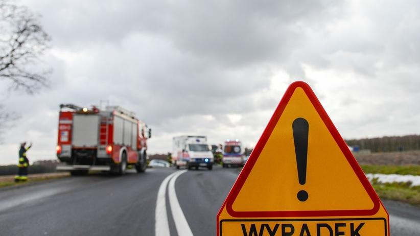 Śmiertelny wypadek pod Warszawą. Uwaga kierowcy: jezdnia zablokowana