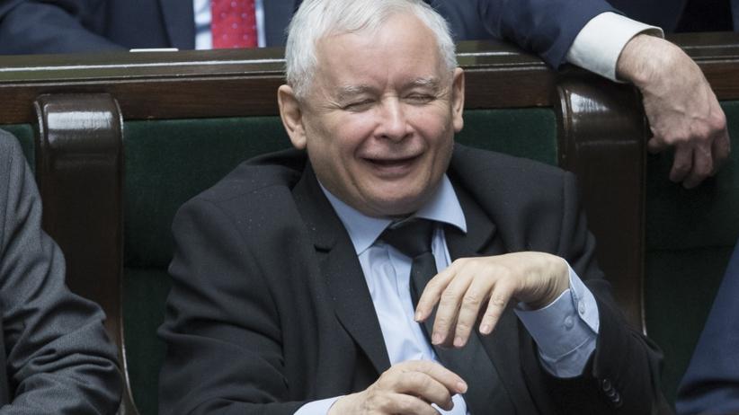 Nowy sondaż CBOS: PiS zmiażdżył Koalicję Europejską. Wiosna poniżej progu