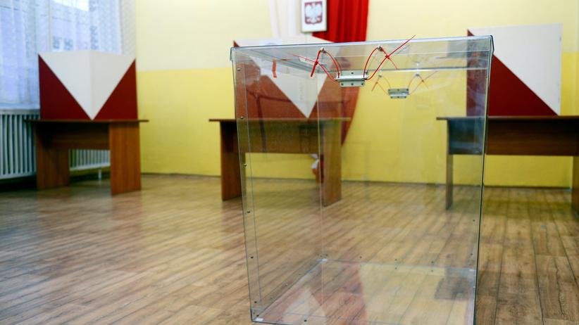 CBOS o wyborach samorządowych. Co trzeci wyborca czerpał wiedzę z internetu