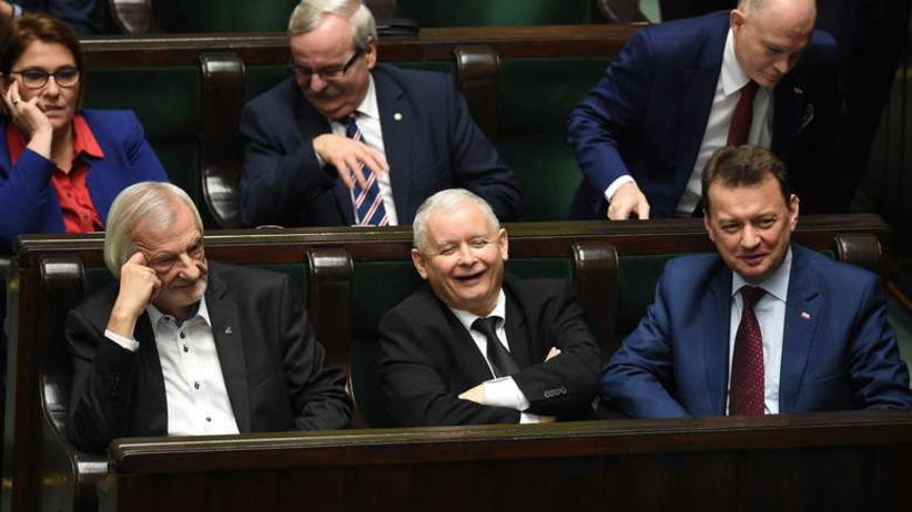 Sondaż: Miażdżąca przewaga PiS. Partia Razem w Sejmie