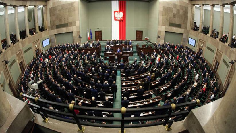 Sondaż wyborczy: PiS z gigantycznym poparciem, lewica wraca do Sejmu