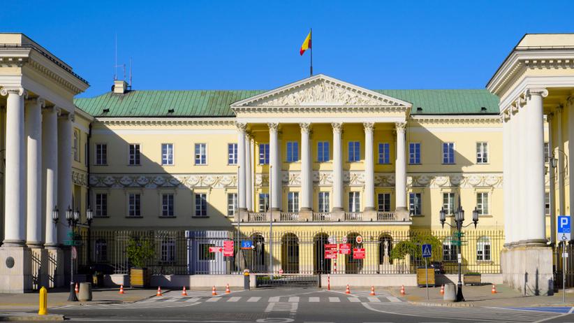 Sondaż: Jaki traci do Trzaskowskiego 4 proc. poparcia