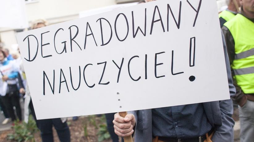 Nauczyciele chcą strajkować podczas egzaminów. Co na to Polacy? Stają po ich stronie [SONDAŻ]