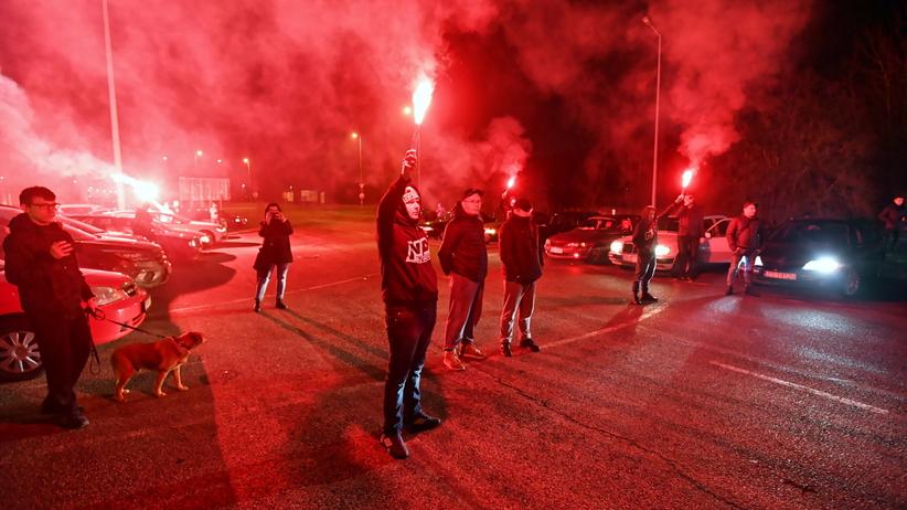 Stargard. Setkami klaksonów i racami upamiętnili kierowcę, który zginął w zamachu w Berlinie
