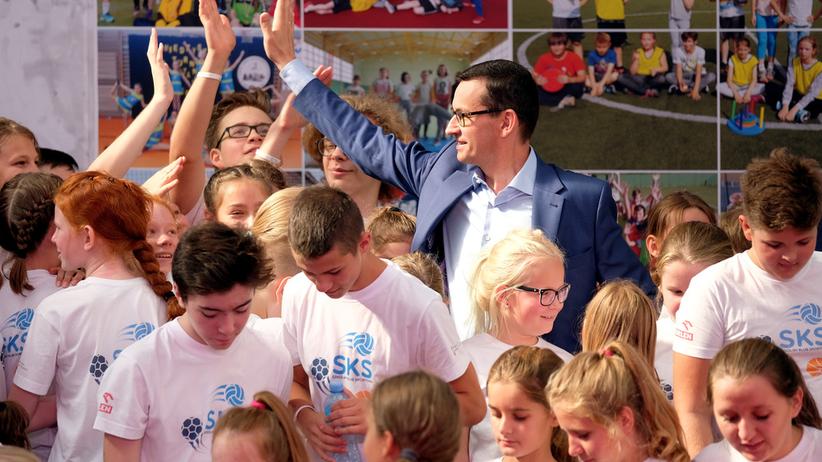 """Morawiecki chce być premierem """"zwykłych ludzi"""". Co z nauczycielami? Do nich apeluje..."""