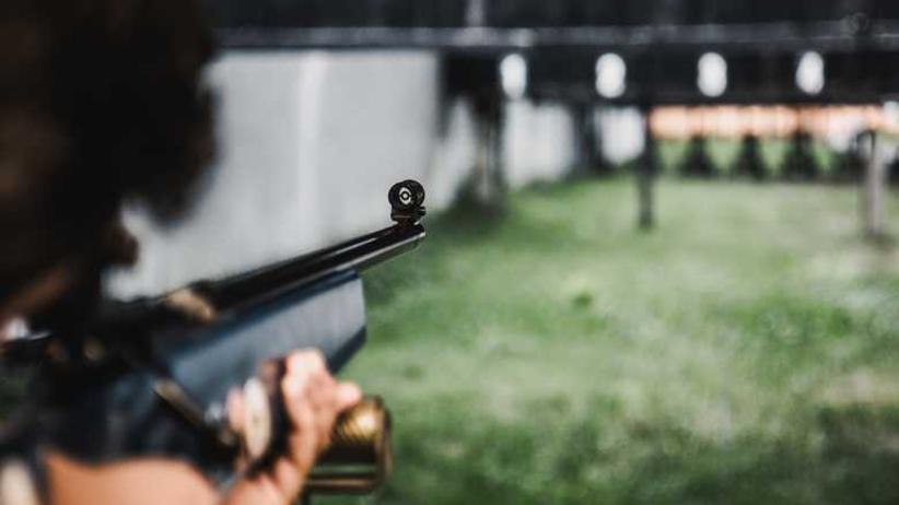 Niebezpiecznie na szkolnych strzelnicach. Uczniowie strzelają na strychach