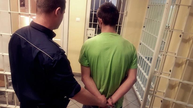 Sulechów: 17-latek nożek dźgnął policjanta